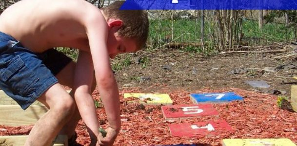 DIY Garden Hopscotch Path .